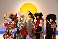 上坂すみれ(写真中央)とカブキロックス。