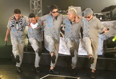 本編ラストのナンバー「Wonderful」でラインダンスを披露するRIP SLYME。
