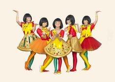 ピザハットのオリジナル衣装を着たTEMPURA KIDZ。