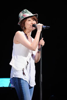 7月14日に東京・品川ステラボールで行われた島袋寛子ソロライブの模様。