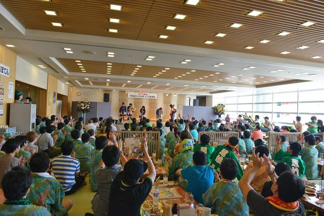 東京・浅草ROXで2013年7月に行われたNegicco結成10周年記念イベント「まつり湯特別企画(祝)10周年おめでとうNegicco大生誕祭」の様子。