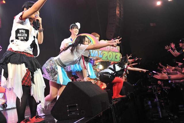 HOT STAGEのラストステージでBiSの「nerve」をアイドリング!!!ら出演アイドルが披露。