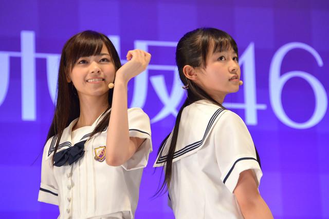 西野七瀬、伊藤万理華(左から)