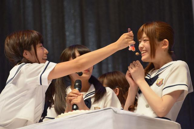 斉藤優里、松村沙友理(左から)