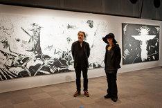 8月8日に東京・ラフォーレミュージアム原宿で行われたプレス発表会より、天野喜孝(写真左)とHYDE(右)。