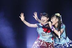 百田夏菜子(左)と高城れに(右)。「SUMMER SONIC 2013」出演時の模様。