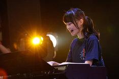 「君の名は希望」でピアノ演奏を披露する生田絵梨花。