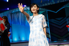 「水玉模様」を歌唱する生駒里奈。