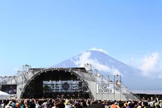 「SWEET LOVE SHOWER 2013」LAKESIDE STAGEの様子。