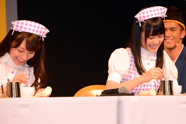 ラテアートの腕前を披露する桜井玲香、生田絵梨花。
