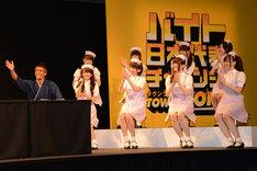 新CM発表会に登壇した武井壮と乃木坂46。