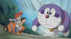 「真夜中の巨大ドラたぬき」のワンシーン。真綾演じるニーナは画像左。(c)藤子プロ・小学館・テレビ朝日・シンエイ・ADK