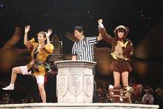 お神輿に乗ってド派手な入場をするもあっさり敗退する大島優子。 (c)AKS