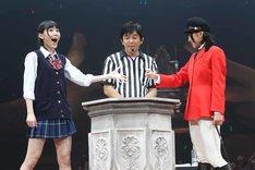 決勝で上枝恵美加に勝利する松井珠理奈。 (c)AKS