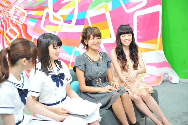 左から松村沙友理、中田花奈、徳永千奈美、清水佐紀。