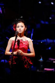 倉木麻衣「Mai Kuraki Symphonic Live -Opus 2-」の様子。