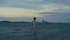 Q;indivi Starring Rin Oikawa「ひこうき雲」ビデオクリップのワンシーン。