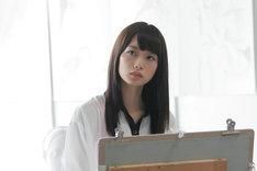 園子役を演じる深川麻衣(乃木坂46)。