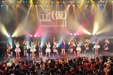 THE ポッシボー、アップアップガールズ(仮)、吉川友によるライブの様子。