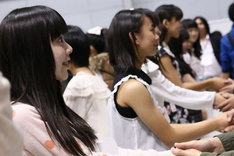 ドラフト会議候補者握手会の様子。 (c)AKS