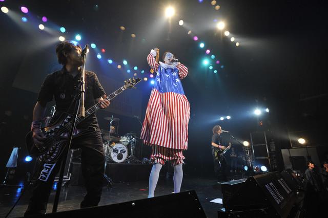ニューロティカのライブの様子。(撮影:柴田和彦)