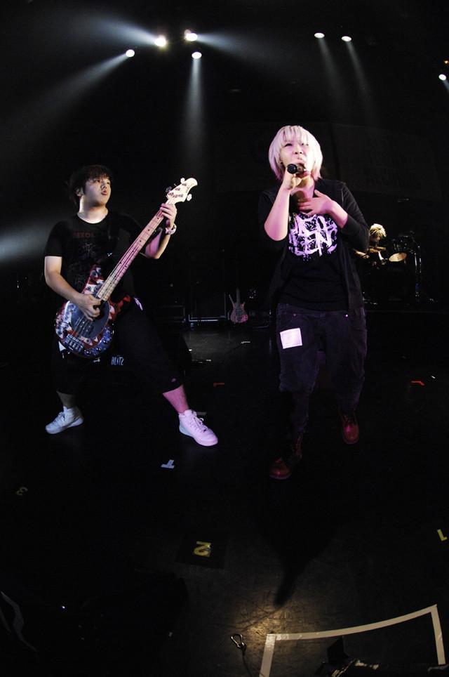 鬱Pのライブの様子。(撮影:柴田和彦)