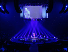 aiko「Love Like Pop vol.16.5『15周年、本当にありがとうございまし』」大阪・大阪城ホール、9月6日公演の様子。