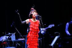 "「Miss Maki Nomiya sings ""Shibuya-kei Standards"" ~野宮真貴、渋谷系を歌う。」Billboard Live TOKYO公演より(Photographer:上山陽介)"