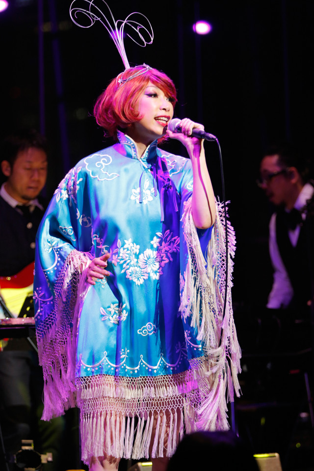 "「Miss Maki Nomiya sings ""Shibuya-kei Standards"" ~野宮真貴、渋谷系を歌う。」Billboard Live TOKYO公演より(Photographer:上山陽介)"