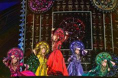 """「ももいろクローバーZ JAPAN TOUR 2013 """"GOUNN""""」の様子。"""