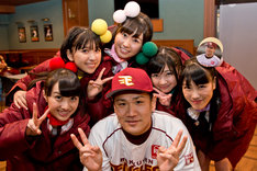 田中将大とももいろクローバーZ(写真は昨年11月に行われた「楽天イーグルス ファン感謝祭 東北ろっけんピっく2013」舞台裏の様子)。