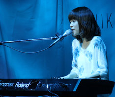 11月に実施された「日経キャリアコレクション2013」出演時の川嶋あい。