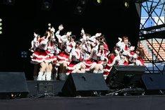 AKB48「第32弾マキシシングル『恋するフォーチュンクッキー』全国握手会イベント」の様子。