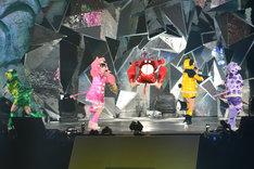 「行くぜっ!怪盗少女」での百田夏菜子のエビぞりジャンプ。