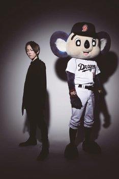 左がyukihiro、右がドアラ。