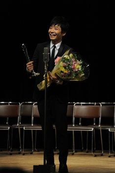 「第35回 ヨコハマ映画祭」最優秀新人賞を受賞した星野源。