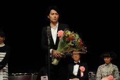 「第35回 ヨコハマ映画祭」主演男優賞を受賞した福山雅治。