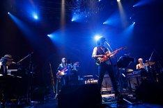 "Caravan「Caravan LIVE EXTRA SPECIAL 2014 ""新年祭""」の様子。(photo by susie)"