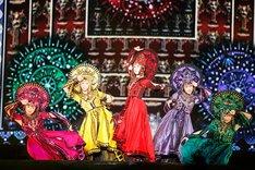 ももいろクローバーZ「ももいろクローバーZ JAPAN TOUR 2013『GOUNN』」の様子。(Photo by HAJIME KAMIIISAKA+Z)