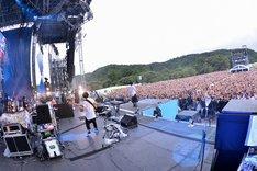 「RADWIMPS 野外 LIVE 2013『青とメメメ』」の様子。