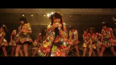 AKB48「前しか向かねえ」ビデオクリップのワンシーン。 (c)AKS