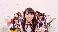 乃木坂46「生まれたままで」PVのワンシーン。