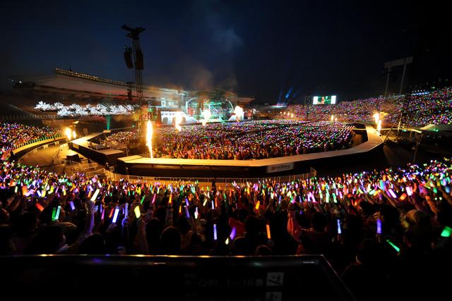 ももいろクローバーZ「ももクロ春の一大事2014 国立競技場大会~NEVER ENDING ADVENTURE 夢の向こうへ~」3月16日公演の様子。