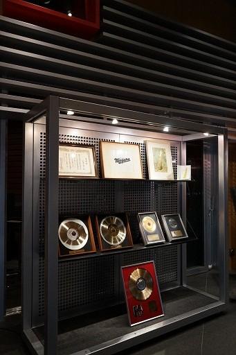 大瀧詠一がこれまで受賞した音楽賞の盾。