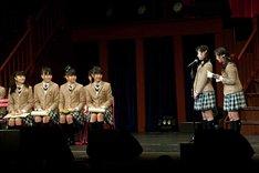 菊地最愛と水野由結が在校生を代表して送辞を読み上げた。