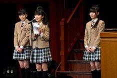 生徒会長の堀内まり菜が卒業生を代表して答辞を読み上げた。