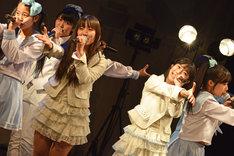 「浦谷はるな生誕祭」にゲスト出演したTokyo Cheer(2) Partyのライブの様子。