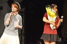 左から岡田ロビン翔子(THE ポッシボー)、浦谷はるな(WHY@DOLL)。