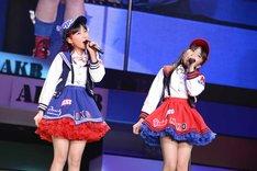 田中美久、矢吹奈子による「生意気リップス」歌唱の様子。 (c)AKS