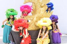 5月4日に神奈川・ラゾーナ川崎 ルーファ広場グランドステージにて行われた「CD買ったら金の鯱あげちゃうよセレモニー」の様子。